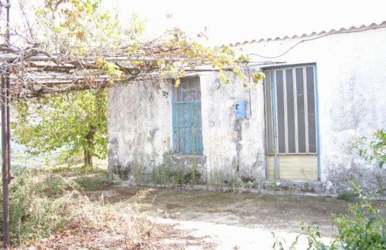 Πωλείται οικόπεδο 1150 τ.μ. με οικία