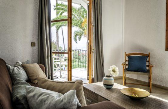 Ενοικιάζεται διαμέρισμα 40 τ.μ. πλήρως επιπλωμένο με ένα (1) υπνοδωμάτιο, κουζίνα, φούρνος, μπάνιο, ψυγείο, ηλιακός θερμοσίφωνας, air condition, κοινόχρηστη αυλή, ΧΩΡΙΣ κοινόχρηστα, ΔΩΡΕΑΝ WiFi & Νερό.