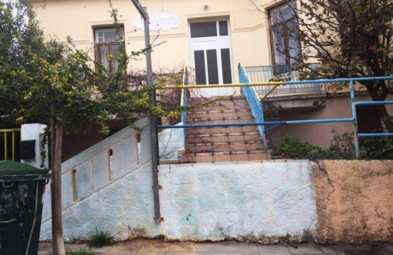Πωλείται παλαιά οικία 150 τ.μ. σε οικόπεδο 1000 τ.μ. στη Χαλέπα, κοντά στο Νοσοκομείο. Δόμηση 1000 τ.μ. Δίδεται και αντιπαροχή σε κατασκευαστές.