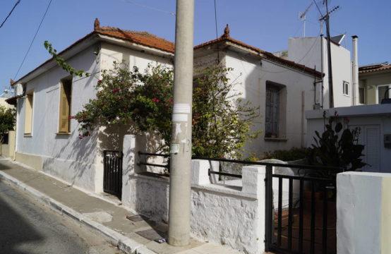 Πωλείται παλιά μονοκατοικία 50,40 τ.μ. επί οικοπέδου 107,74 τ.μ., πλησίον Δικαστηρίων Χανίων.