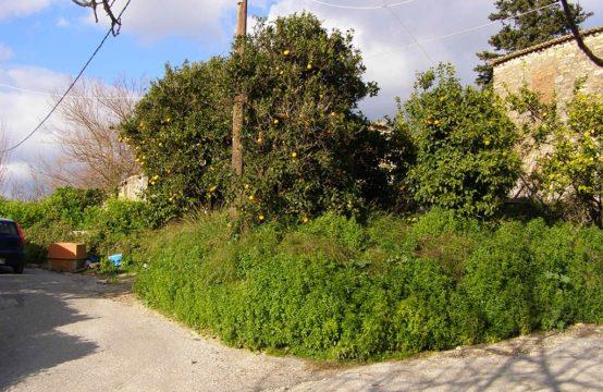 Πωλείται οικόπεδο 500 τ.μ. με παλαιά ερειπωμένη κατοικία (χρίζει γκρεμίσματος),με ωραία θέα στο Σιρίλι.