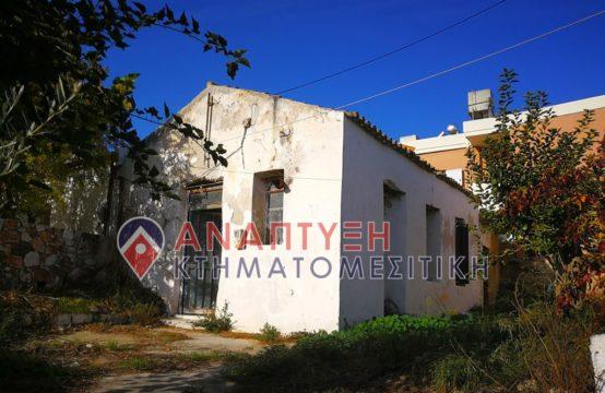 Πωλείται παλαιά μονοκατοικία 150 τ.μ., ισόγειο σε οικόπεδο 250 τ.μ., επί κοινοτικού δρόμου στο κέντρο του χωριού Γαλατά. Χρίζει ανακαίνισης απαραιτήτως!